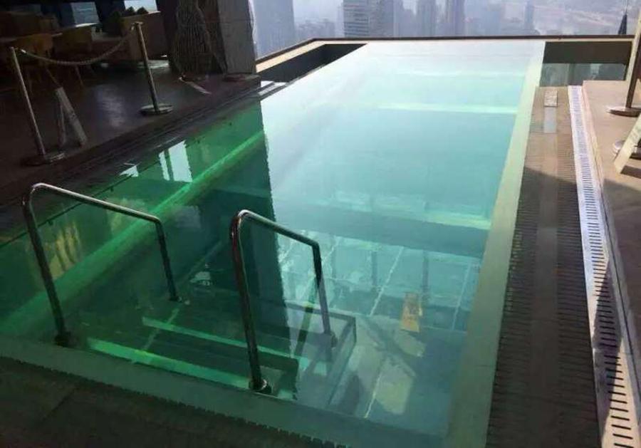 透明底泳池